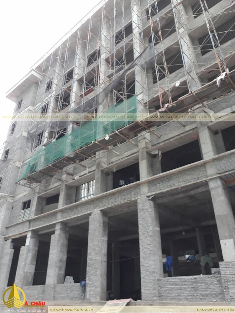 đội thi công công trình trụ sở 6 tầng