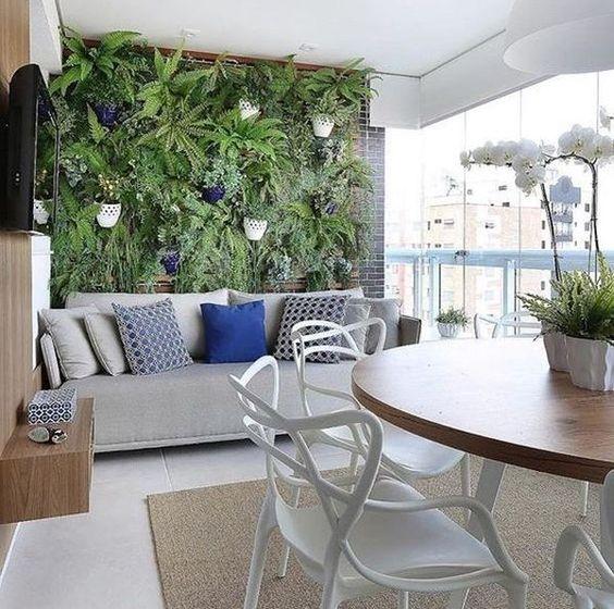 thiết kế phòng khách nổi bật với mảng xanh