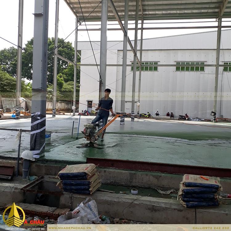đội thi công xây dựng nhà xưởng đây đổ bê tông sàn
